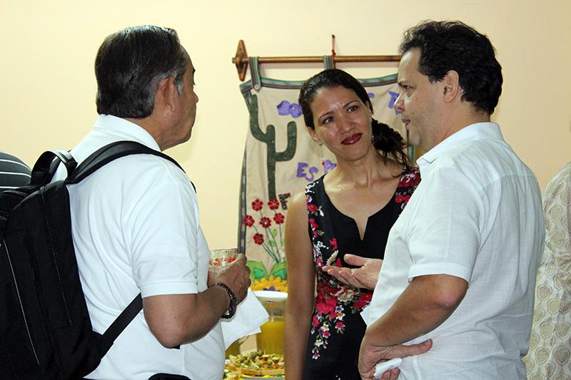 Janettee M. García (centro) junto a miembros de Junta Directiva de Acción