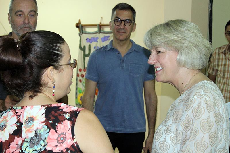 Beatriz Lima, Coordinadora de Programa Académico (izquierda) junto a miembros de Junta Directiva de Acción
