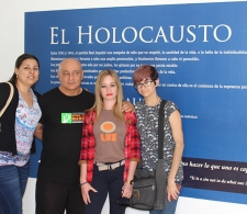 Exposición por Día Internacional en Memoria de las Víctimas del Holocausto, exhibida en la Sinagoga del Vedado