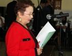 Rita Morris Cabrero, directora de la revista Reflexión y Diálogo, lee un poema