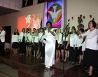 Coro de la II Iglesia Bautista de Cárdenas, junto al dúo Bianka y Giancarlo