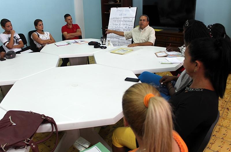 Amplio fue el debate sobre lo referente a imagen y calidad. Alfredo Rojas (al centro), fue su moderador