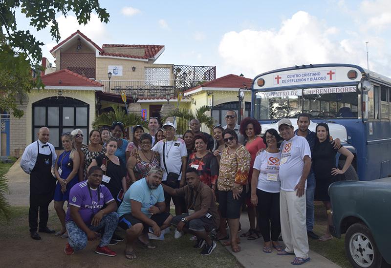 Un grupo de los participantes visitó el restaurante Waco's Club
