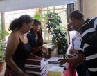 El público se interesa por las publicaciones del CCRD-C.