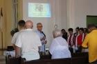 Rev. Raimundo Gracía Franco dirige en oración especial por la vida de Lois