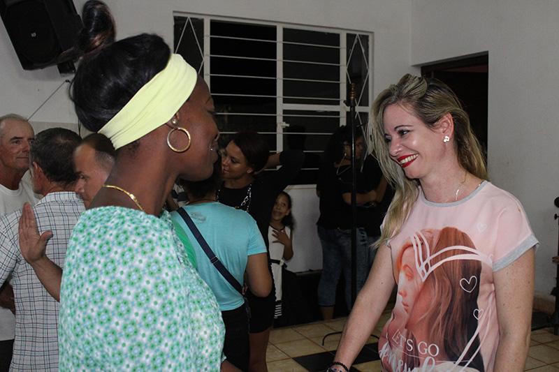 El público felicita a Rocío Fernández, la Nora de Trilogía para el ahora de Cuba