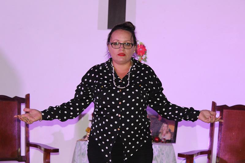 La Helen Alving de la obra teatral Espectros, en esta versión se nombra Cristina. La representa Lourmary Rodríguez, especialista del departamento Publicaciones