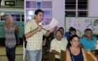 Osmany Fernández, vicecordinador de Proyectos en el CCRD-C, representa al periodista que indaga a quién le corresponde la razón, si al Dr. Stockmann o a la funcionaria