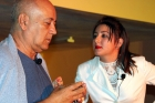 Elaine de la Paz y Diego Valdés interpretan a una funcionaria y al doctor Stockmann de Un enemigo del pueblo