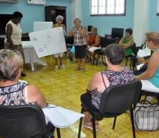 Actividad del Club de los 120 años, ejercicio grupal