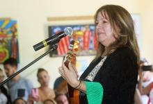 Liuba María Hevia canta a los presentes