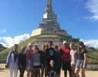 Grupo de IUW visitando Mausoleo a los Mártires
