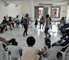 Juego de participación, al centro la psicología Rocío Fernández Ruiz, del CCRD-C