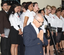 El Reverendo Raimundo García Franco da la bendición final