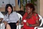 Dueña de negocios (a la derecha) expone sus vivencias sobre los temas recibidos en espacios de capacitación
