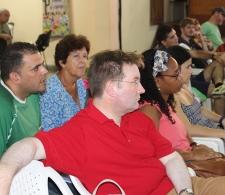 Matthew Ross, representante de Consejo Mundial de Iglesias (CMI) (al centro)