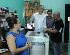 El Director de la Fundación Heinrich Böll para México y el Caribe (al centro) en el departamento de Publicaciones del CCRD-Cuba