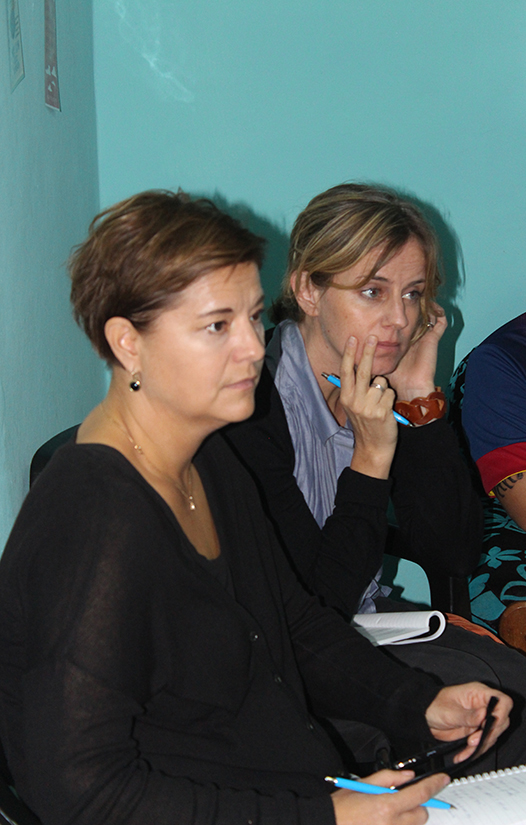 Ulrika Åhmark y Camilla Monsine (de izquierda a derecha), representantes de la Agencia Sueca para la Cooperación Internacional (ASDI)