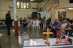 Pastor Samuel Hernández González (izquierda) y trabajadores del CCRD-C