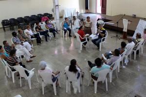 Ejercicio de juego de roles para acompañamiento (al centro, Beatriz Lima, Coordinadora del Programa Académico y Frank A. Velázquez, psicologo