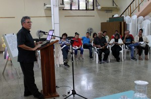 Taller Hermenéutica bíblica. Ph.D David Cortés Fuente ( de pie)