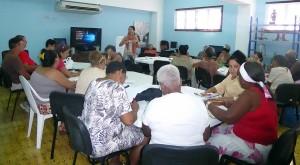 Taller para mujeres emprendedoras sobre gestión de negocios y artes manuales. Janette García Cobas, coordinadora de proyectos del CCRD-C (de pie)
