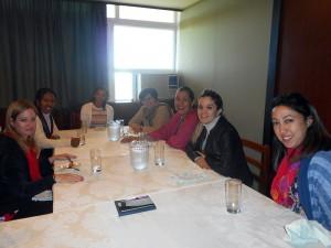 Almuerzo de trabajo en la ENSAP. De izquierda a derecha, Lic. Rocío Fernández, Lic. Valia Solis, MsC. Yoanna Martínez, DraC. Zoe Bello, DraC. Sara Yaneth F