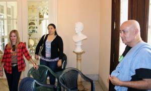 Visita de trabajadores del CCRD-C al Centro Cultural Dulce María Loynaz. De izquierda a derecha, Rocío Fernández, Patricia de la Paz y Diego Valdés