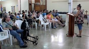 Beatriz Lima, coordinadora de la Pastoral para la Reflexión y el Diálogo (de pie) comenta el trabajo del CCRD-C a los integrantes del Seminario Regional de América Latina y el Caribe