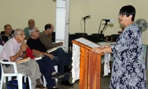 La Directora Ejecutiva del CCRD-C habla a los trabajadores