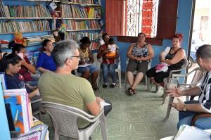 El grupo comparte experiencias de acompañamiento comunitario