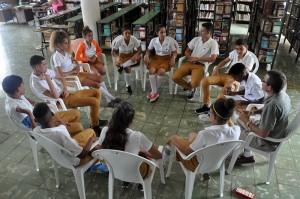 Taller sobre convivencia pacífica y sexualidad responsable, facilitado por el psicólogo Riquel Díaz