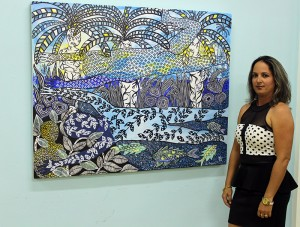La pintora Yanet Martin González junto al cuadro titulado El regalo