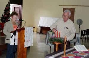 Se enciende en el CCRD-C la primera vela de Adviento. La PG Rita Morris Cabrero dirige el tiempo devocional