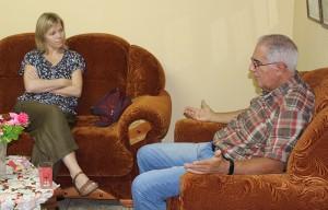 Coordinador General del CCRD-C, Pedro González, conversa con Ulrika Strand, reprentante de Fundación Sueca