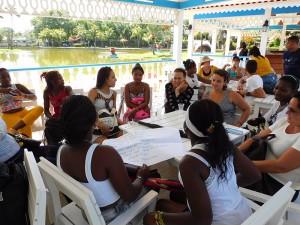 Taller de Educación Financiera para Proyectos de Vida. Dinámica de grupo en Parque Josone, Varadero
