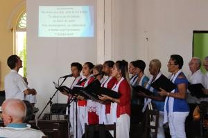 Coro de la Iglesia Presbiteriana Juan G. Hall, entonando un himno compuesto por Lois
