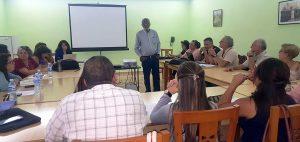 Encuentro Nacional de copartes de Diakonía. De pie, el analista cubano Esteban Morales