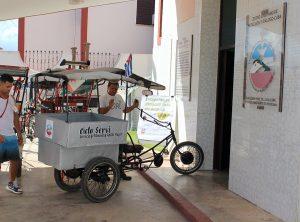 Encuentro de negocios con conductores de bicitaxi y ciclo-servi