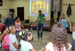 Encuentro con niños que viven con implante coclear